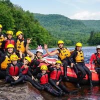Rafting de groupe avec enfants